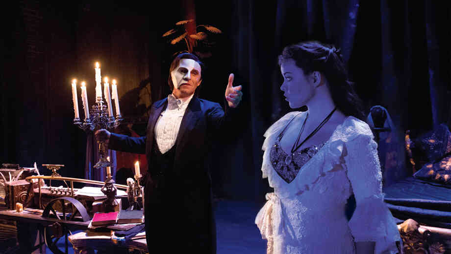 I-earl-carpenter-and-katie-hall-in-the-phantom-of-the-opera-1111131