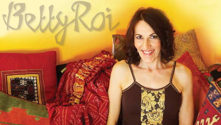 French Jazz Singer Betty Roi Sings Edith Piaf Favorites $15.76 ($22.52 value)