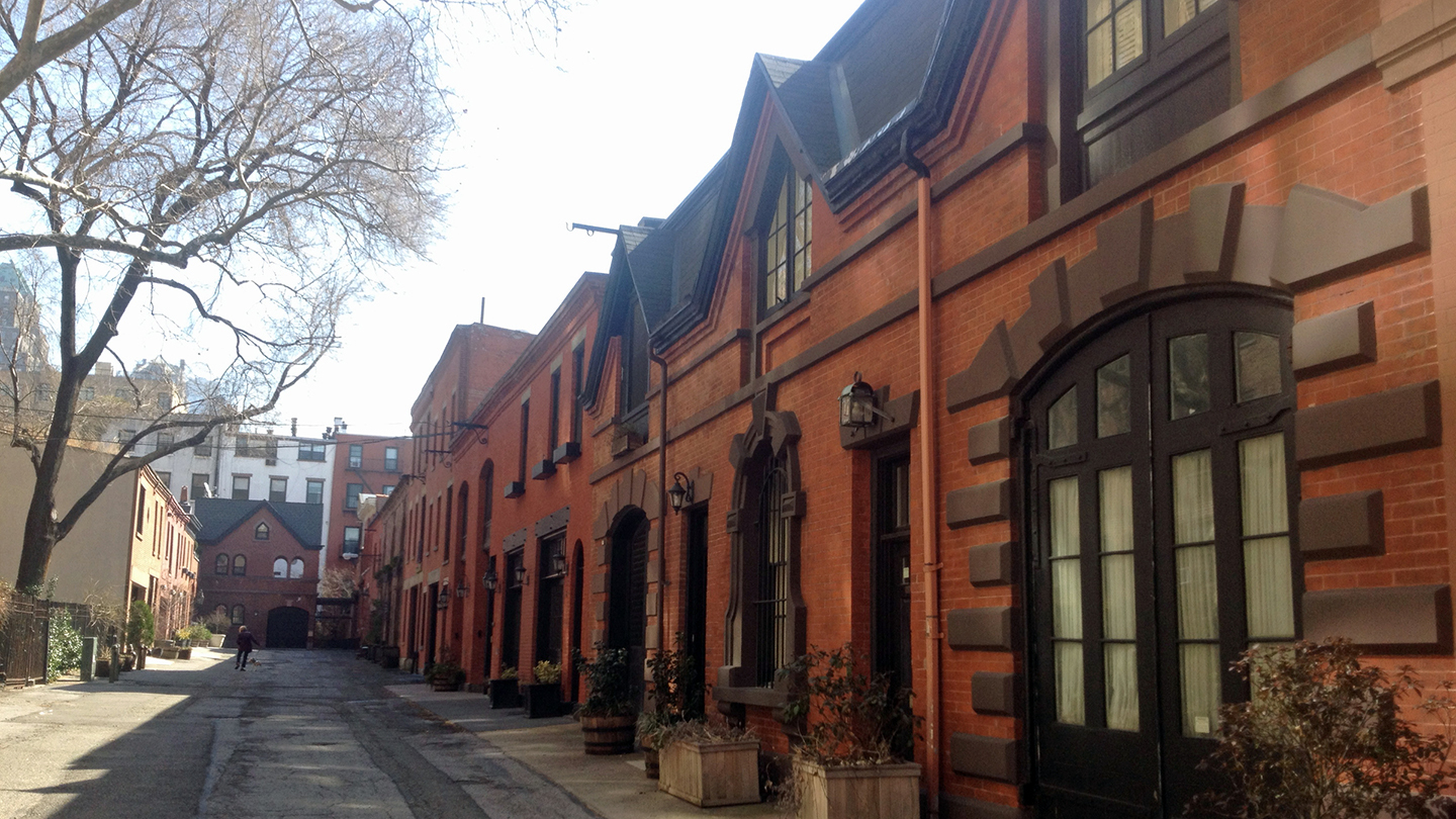 Explore Top Hoods in the Brooklyn Heights & DUMBO Walking Tour $16 ($32 value)
