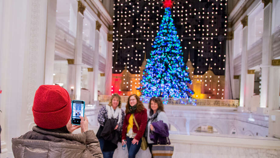 1509561814 center city holiday walking tour tickets