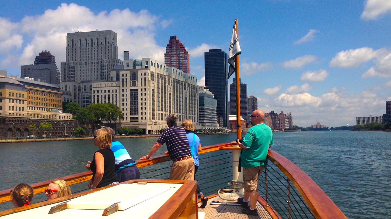 Around Manhattan Historic Architecture Tour & Yacht Cruise