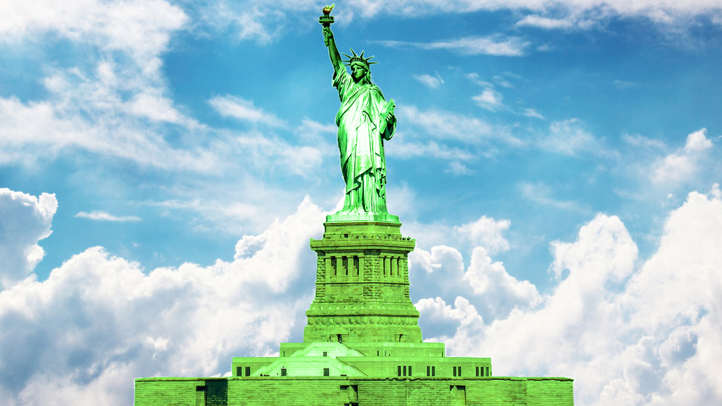 Ultimate Statue of Liberty, Ellis Island, NJCRR & Downtown Tour