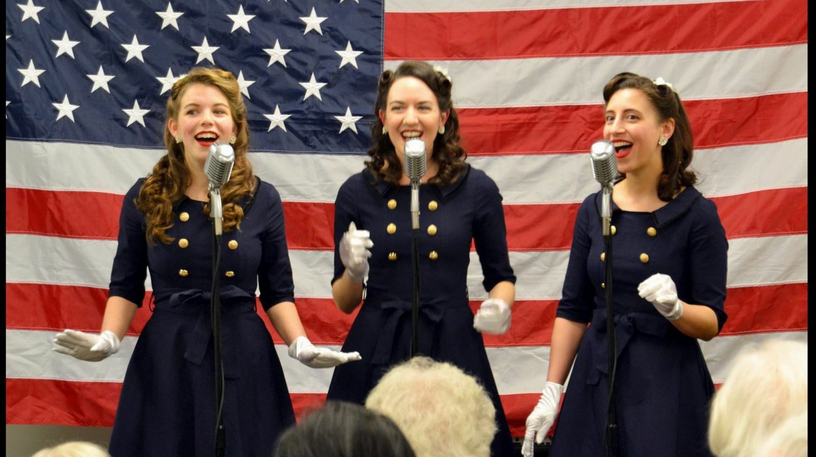 Golden Age of 30's & 40's Jazz & Swing Feat. The New York Nightingales