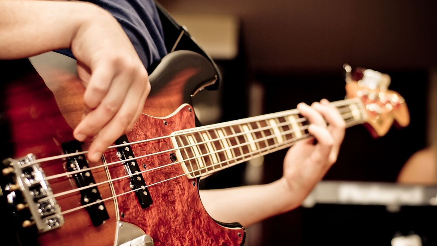 Introduction To Playing The Bass Guitar - Online