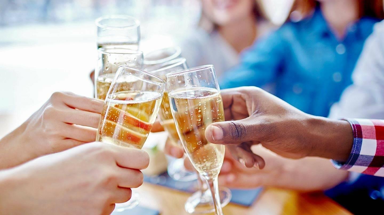 Malibu Coast Wine Tasting and Food Pairing Limo Tour